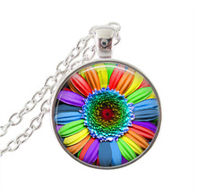 2017 New Rainbow Daisy Pendant Necklace Colorful Flower Necklaces Round Glass Cabochon Marguerite Choker Women Plant JewelryHZ1