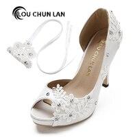 LOUCHUNLAN Elbise Ayakkabı Kadın Pompaları burnu açık dantel düğün ayakkabı Peep ayak Zarif Leke Riband Yüksek Topuklu büyük boyutu 41 42 43