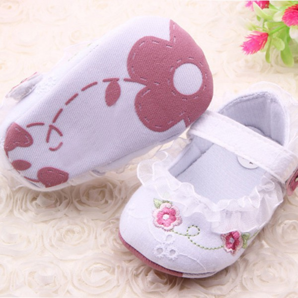CCute Baby Store 2017 New Baby Girl Shoes Infant Toddler Baby Girl First Walkers Floral Lace Prewalker Shoes Soft Sole Crib Shoes For