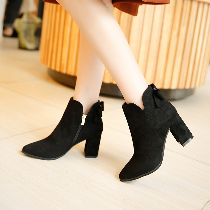2018 new British pointed little short boots womens thick heels.2018 new British pointed little short boots womens thick heels.