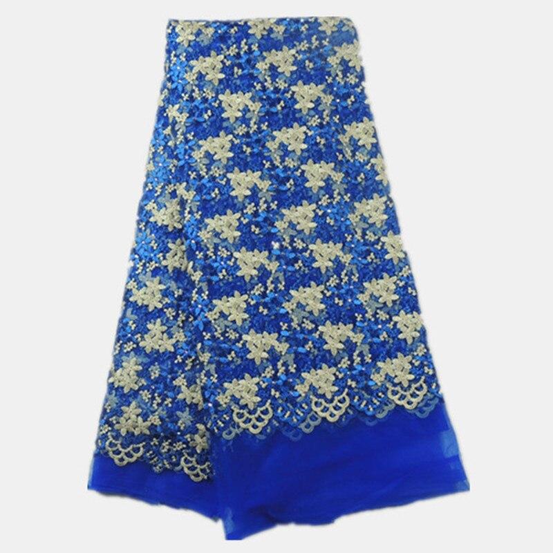 Полоска ткани с вышивкой