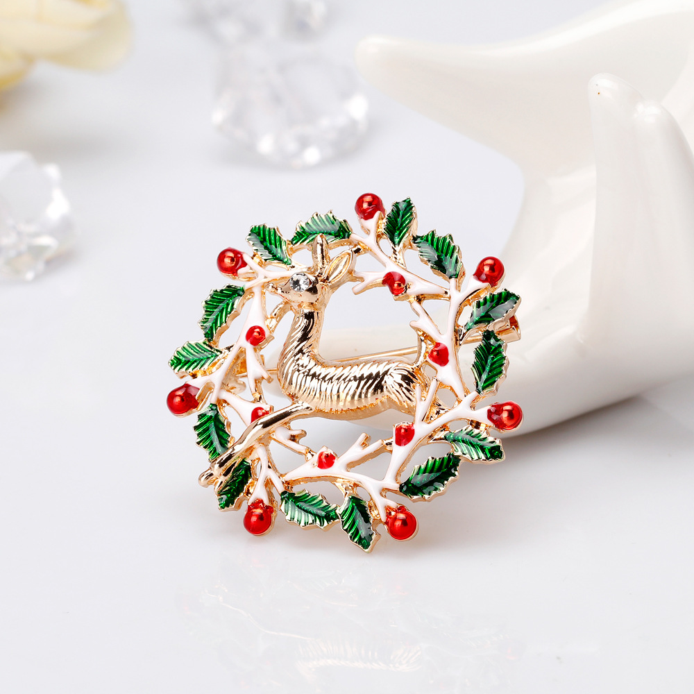 CHUKUI New Year Christmas Enamel Brooch Flower Wreath Deer Brooch Pin For Women Party Jewlery Christmas Gift (1)
