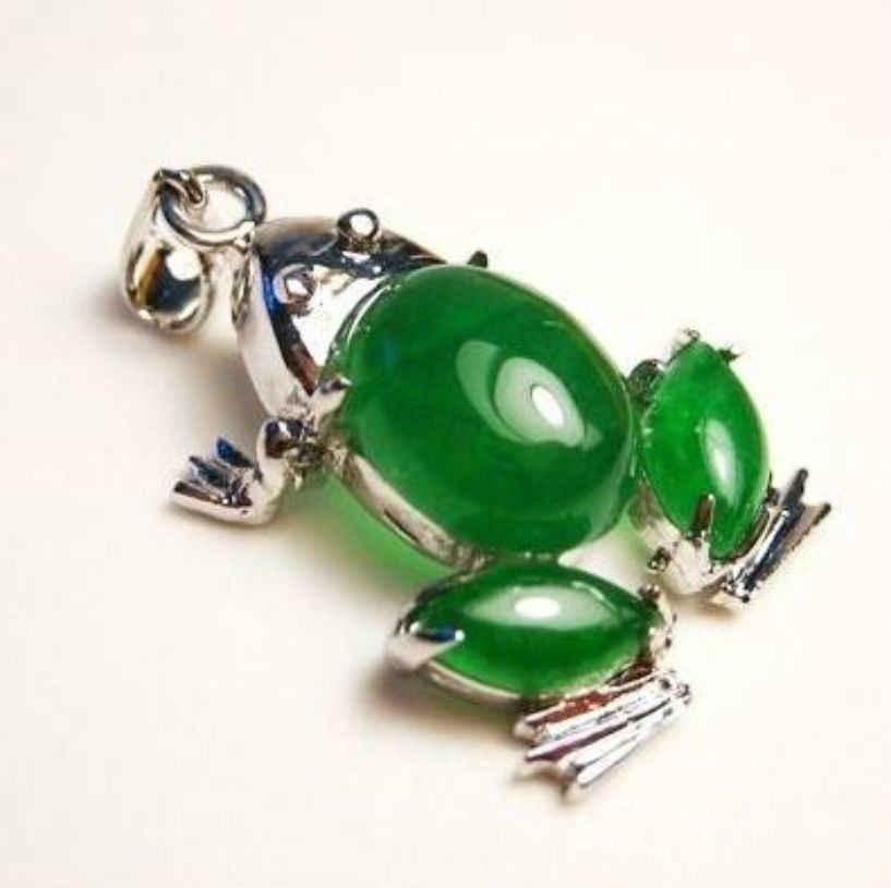 Pingente de sapo verde bonito jades