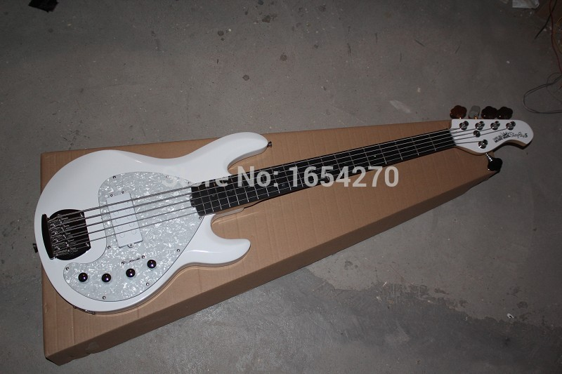 Free shipping New music man sting ray active Pickup electric bass 5 strings electric guitar in stock !!   151112Free shipping New music man sting ray active Pickup electric bass 5 strings electric guitar in stock !!   151112