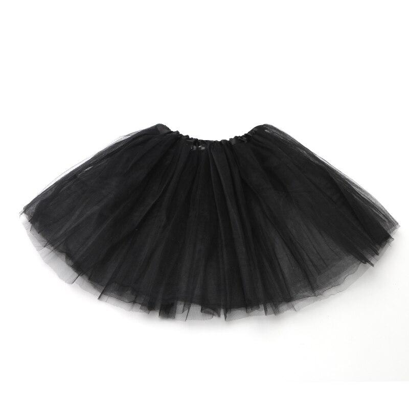 Танец девушки в мини юбке