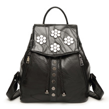 Мода черный заклепки женщины рюкзак дизайнер овчины сумки женщина мягкая натуральная кожа рюкзаки для путешествий sac bandouliere femme