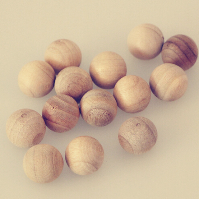 20 pz/pacco Legno di Cedro Moth Balls Falena Repellente Per Insetti Odore Natura