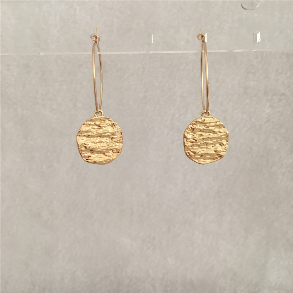 189f9114d TRENDY GOLD COLOR ROUND HAMMERED SCULPTURE DISC HOOP EARRING FOR WOMEN GIRL