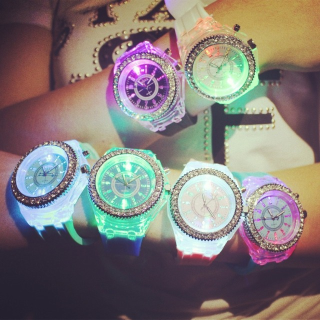 2018 Fashion Tide LED Light wristwatch Female Form Student Casual Sports Persona
