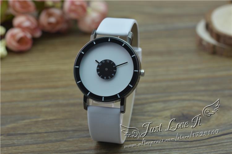 2018 Lover Couples Sport Analog Quartz Wristwatch Black White Automatic rotation second dial Leather Watch Unisex Women Men