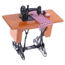 1/12 масштабная деревянная миниатюрная мебель семьи винтажная миниатюрная швейная машина с тканью для украшения кукольного домика