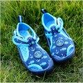 Высокая qiality 2017 детские сандалии Дышащий детская обувь Квартиры вырез Пляж сандалии мальчики девочки Летом сандалии