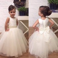 New Cute Flower Girls Dresses For Weddings Bow Beads Tulle Ball Gown For Little Customized 2017 First Communion Dress