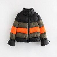 Весенняя куртка с контрастными полосками