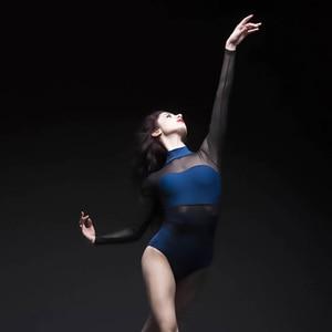 Image 2 - Erwachsene Ballett Tanz Trikot Zurück Hohl Gaze Spandex Splice Dancewear Aerial Yoga High Neck Eng Yoga Kleidung Damen Ballerina