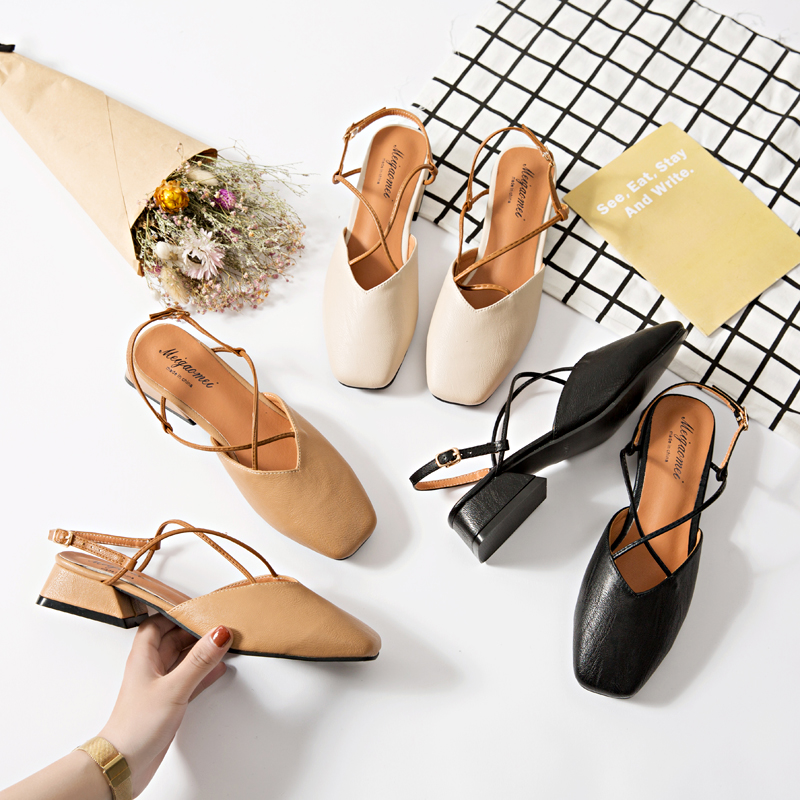 Women with Coarse Sandals Summer Leather Baotou Big Word Word Buckle Square Head Comfortable Shoes