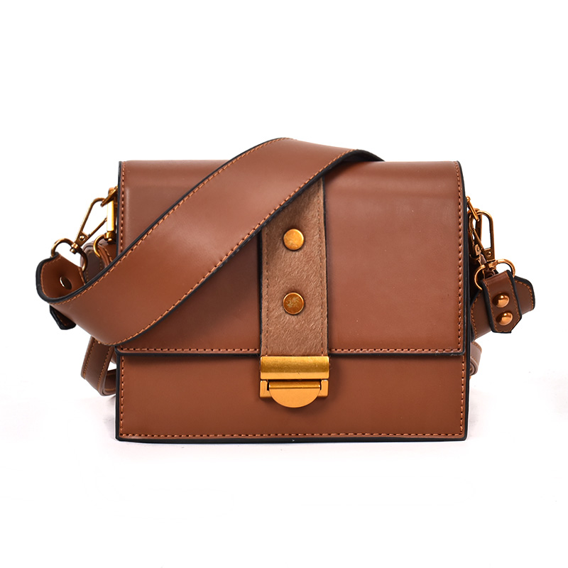 Small bag female 2018 new tide Korean version of the retro fashion wide shoulder strap wild Messenger Messenger bag