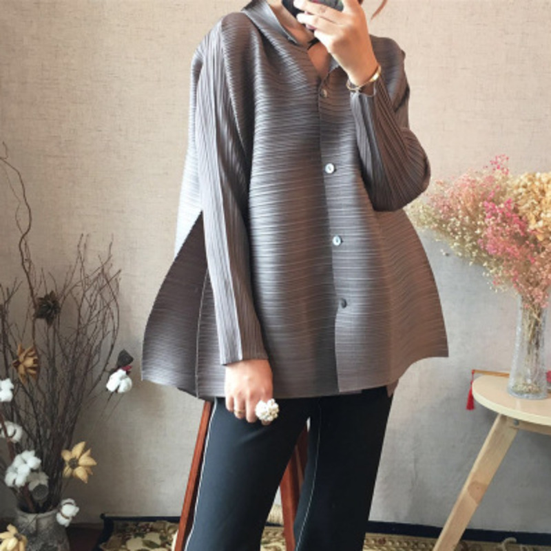 LANMREM 2020 New Summer Fashion Stand Collar Batwing Sleeves Pleated Single Breasted Loose Shirt Female Blouse WG95101