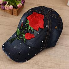 Bling Rhinestone flor Denim gorra de béisbol mujeres moda bordado Rosa  sombrero del Snapback ajustable Caps eaef92b9303