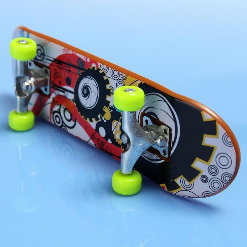 2pcs High Quality Cute Party Favor Kids Children Mini Finger Board Fingerboard Alloy Skate Boarding Toys Gift