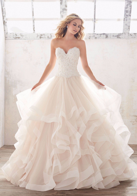 Vestidos de novia con capas de tul