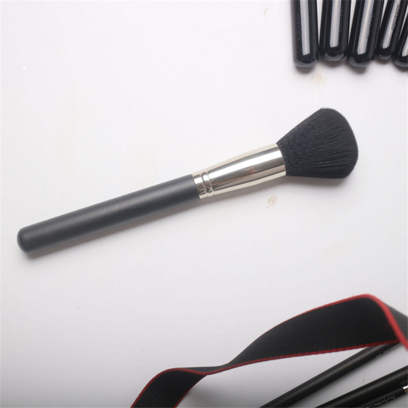 High End Black Wood Handle No.136 Make up Brush Loose Compact Powder Brush Blush Brush Beauty