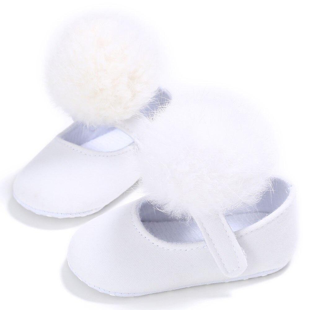 Для малышей Обувь для девочек кроватки Мех животных мяч принцессы Повседневное новорожденных Для маленьких мальчиков первых шагов подошва против скольжения для 0- 18 м младенцев bttf - Цвет: E