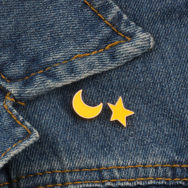 2pcs / set High Quality Fashion Moon Star Cartoon Brooch Decoration Pins Enamel