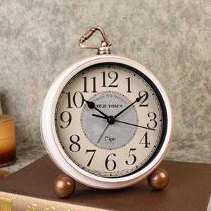 Vintage Retro Alarm Clock Old Fashion Silent Desk Quartz Clock Battery Operated for Home Decoration Bedroom Office