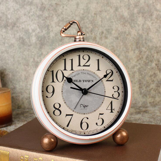Vintage Retro Alarm Clock Old Fashion Silent Desk Quartz Battery Operated For Home Decoration Bedroom