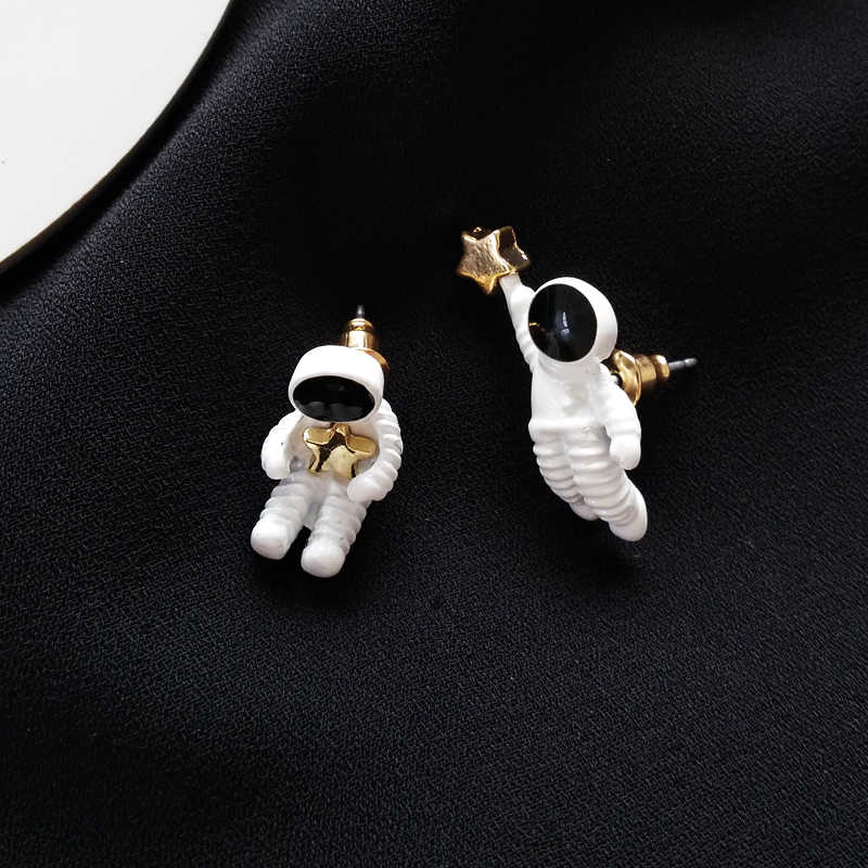 New Personality cute and funny astronaut fashion wild five-pointed star metal Earrings For Women Jewelry