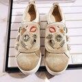 2017 de moda de Nova estrela marca de cristal sapatos casuais dedo do pé redondo bordado aumentou doce loafer fivela sapatos de mulher por atacado