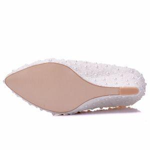 Image 4 - Crystal Queen zapatos de boda de flores blancas, zapatos de tacón alto con perlas de encaje, zapatos y vestido de novia adorables, cuñas con abalorios, 8cm, para mujer