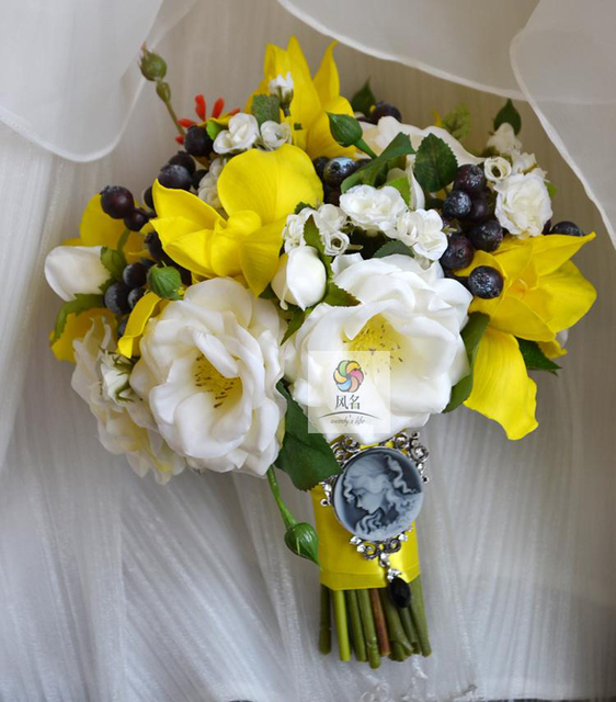 Wedding Bouquet Flower Floral Bridal Bridesmaid Bouquets Bride Holding Yellow White Artificial Decorative
