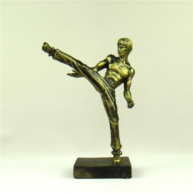 Bruce Lee Kicking Miniature Traditional Chinese Kung Fu Figure Sculpture Ornament Craft for Souvenir Present and Art Collection