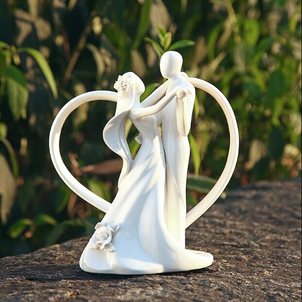 Romantic Wedding Dancing Bride and Groom Couple With Heart Arch Ceramic Cake Topper Wedding Figurines Party Favor