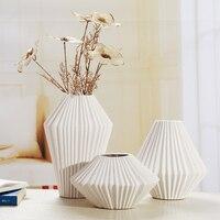 Современный Лаконичный Творческий Керамика резьбовых ваза набор фарфор картины Craft Орнамент Интимные аксессуары для украшения комнаты и п