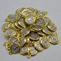 Pequeñas figuras de san benito medalla religiosa con PERSONAS fuera de color dorado en anti-plateado