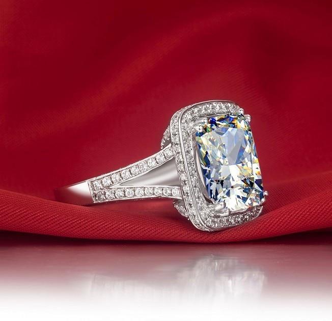Big Stone 8 Carat Solid 14 Karat Gold Ring Synthetic Diamonds