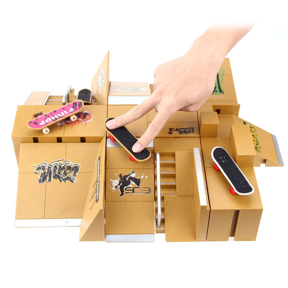 Jouet de jeu de planches à roulettes 11 pcs Kit de Skate Park pièces de rampe de jouets pour enfants