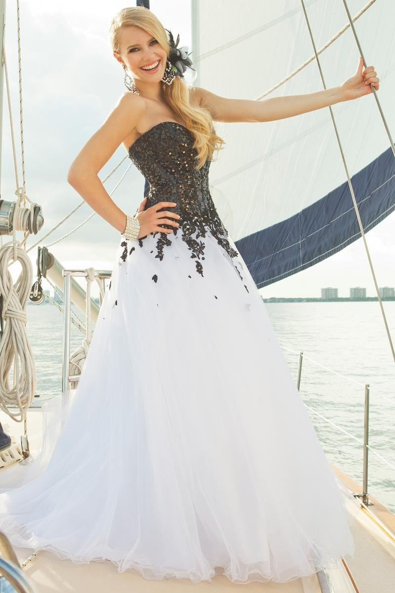 684a085fdefe White and Black Masquerade Ball Dress Beaded Lace Tulle Floor Length  Quinceanera Ball Gown Custom Made-in Quinceanera Dresses from Weddings &  Events on ...