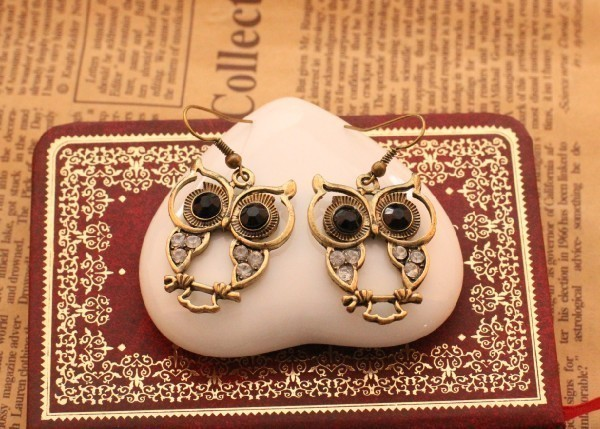 Vintage Style Black Owl Eyes Earrings