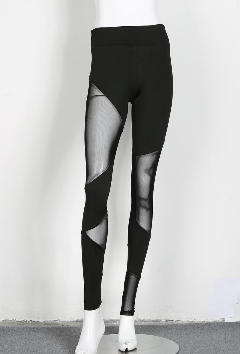 Leggings noir sexy, pantalon de yoga moulant patchwork à mailles, collant de sport tendance, gym, fitness, pilâtes, running, sur un mannequin, vue de face