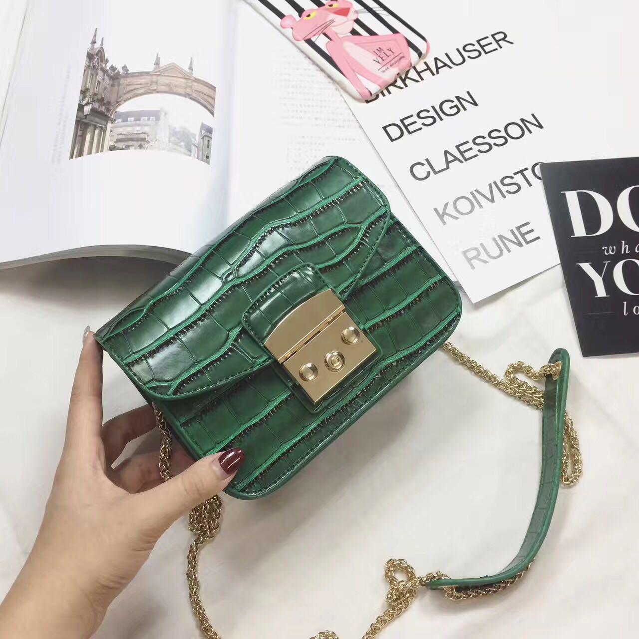 Crocodile pattern Pu Leather Women Hangbag Crossbody Messenger Bags Small Bag Ladies Travel Chains Shoulder Bags Storage Bag