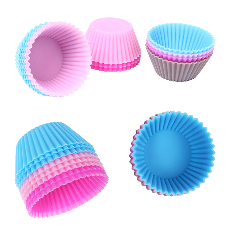 Set of 12 Pieces Mini Muffin Silicone Tins 2