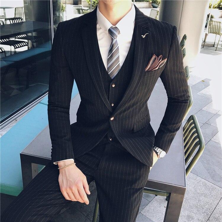 Cinza cavalheiro Terno Listrado Três piece Encontros Partido Terno de Negócio Casuais Dos Homens de Primavera e Verão dos homens Bonitos terno da moda