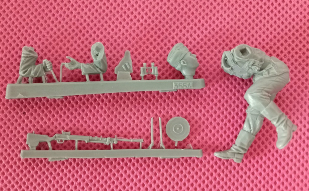 pre order-Resin toys   3554   German antiaircraft feldwebel with machine gun DP-27  Free shipping   Quality products