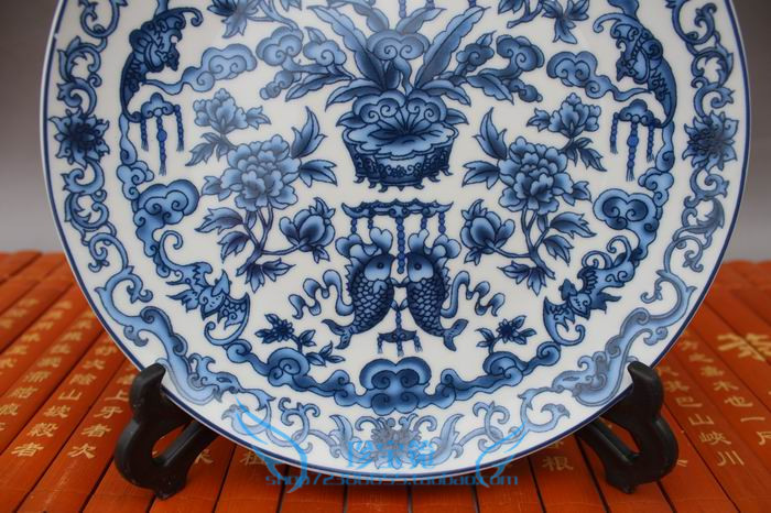 TNUKK Chinese Classic Antique Porcelain Blue and White Porcelain Plate May Fruit Plate Decoration support in Figurines Miniatures from Home Garden