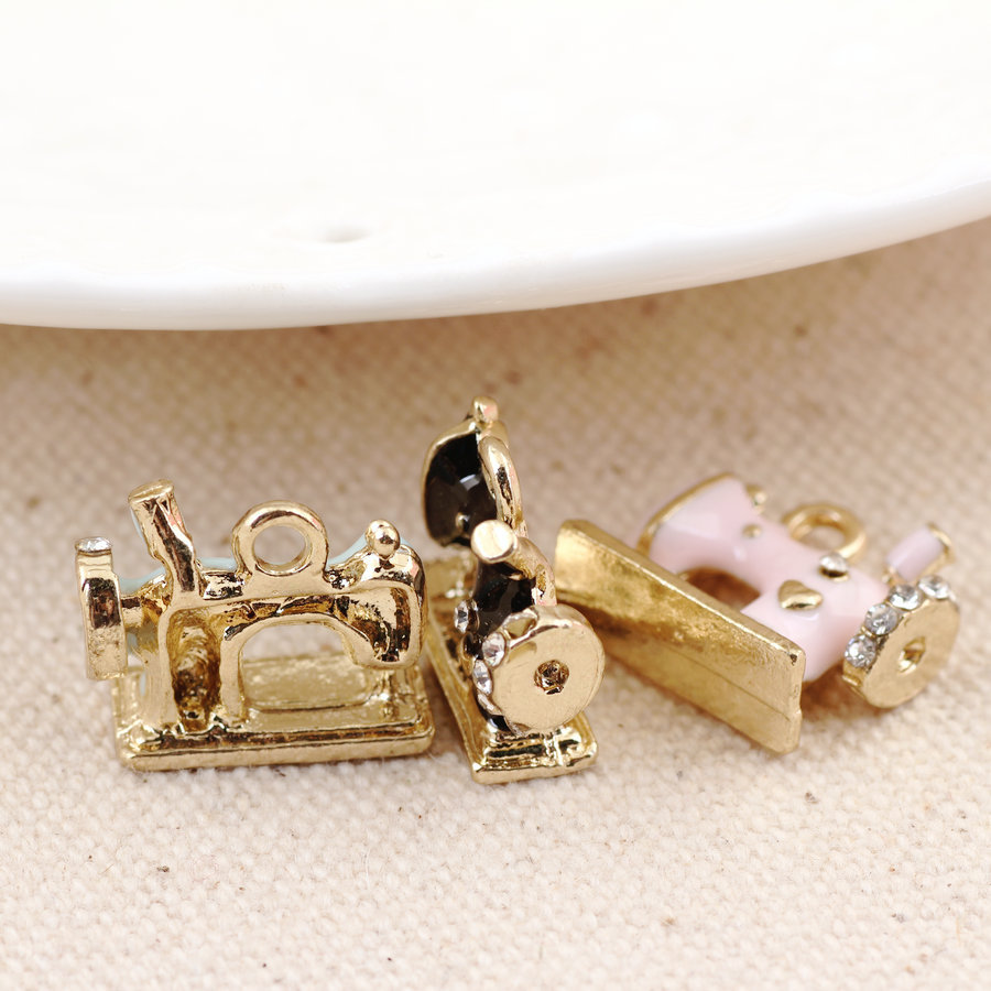 New Fashion Enamel Alloy Charms DIY Jewelry Findings Oil Drop Metal Sewing Machine Charm Pendants Fit Bracelet Necklace Keyring