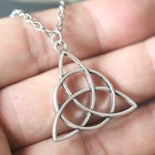 Vintage Irish Triquetra Knot Necklaces Silver Triangle Pendant Necklace Bijoux Female Choker Collier Wiccan Pagan Gothic